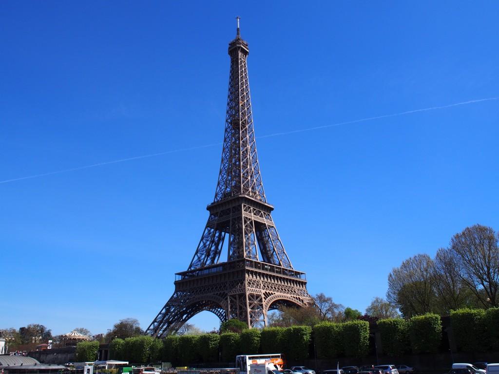 パリの象徴 エッフェル塔 (Tour Eiffel)