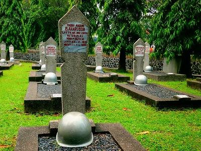 旧日本兵の墓地